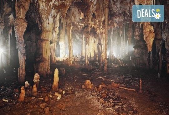 Еднодневна екскурзия през февруари или март до пещерата Алистрати и Серес! Транспорт и водач от Рикотур - Снимка 3