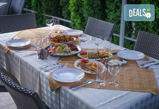 Романтичен СПА уикенд за Свети Валентин в Сокобаня, Сърбия! 2 нощувки със закуски, обяди, стандартна и празнична вечеря, посещение на Соко Терме, транспорт по желание - Снимка 6