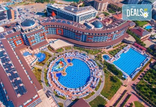 Почивка през май в Алания, Турция, на супер цена! 7 нощувки на база Ultra All Inclusive в Lonicera Resort 5*, възможност за транспорт - Снимка 1