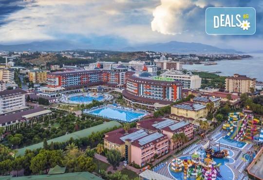 Почивка през май в Алания, Турция, на супер цена! 7 нощувки на база Ultra All Inclusive в Lonicera Resort 5*, възможност за транспорт - Снимка 2