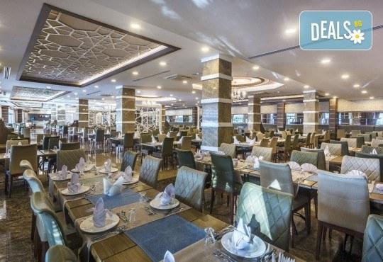 Почивка през май в Алания, Турция, на супер цена! 7 нощувки на база Ultra All Inclusive в Lonicera Resort 5*, възможност за транспорт - Снимка 9