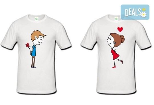 Романтично и забавно! 2 броя тениски за двойки със снимка или щампа по Ваш избор от Хартиен свят! - Снимка 1