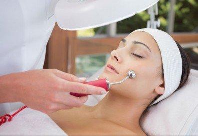 За млада и сияйна кожа! Безиглена мезотерапия за лице в Beauty Salon Tesori - Снимка