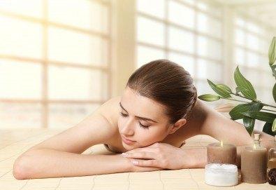 70-минутен ароматерапевтичен масаж на цяло тяло с етерични масла, масаж на скалп и рефлексотерапия на стъпала в Женско Царство