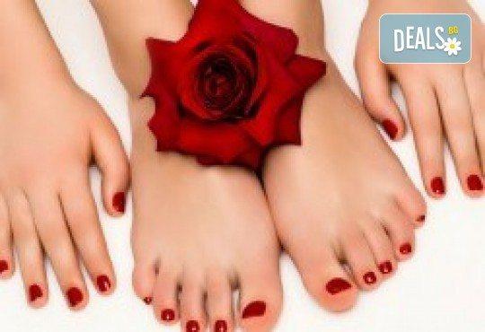 Перфектен педикюр със страхотен цвят O.P.I. и релаксираща масажна терапия на ходилата в Салон Мечта - Снимка 3