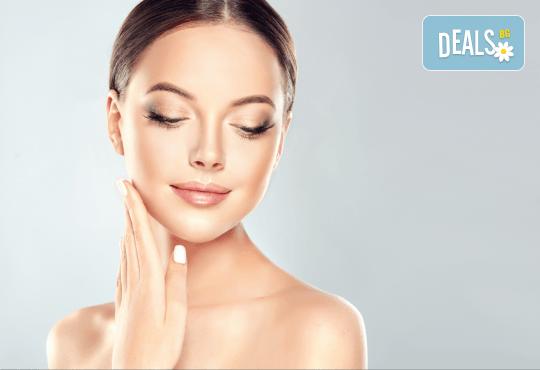 Диамантено микродермабразио на лице, нанасяне на възстановяващ серум и RF на околоочен контур и чело в салон Женско Царство - Снимка 2