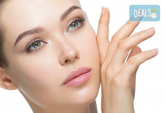 Дълбоко хидратираща хиалуронова терапия за лице, ензимен и кислороден пилинг в салон за красота Женско Царство - Снимка 2