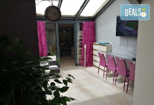 Боядисване с професионална италианска боя, кератинова или арганова терапия, подстригване на връхчета и прическа със сешоар в салон Atelier Des Fleurs - Снимка 10