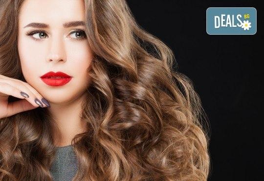 Подстригване, терапия с маска според типа коса, нанасяне на арганов спрей, арганово олио и оформяне на прическа със сешоар в салон Diva - Снимка 2