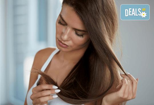 Подстригване, терапия с маска според типа коса, нанасяне на арганов спрей, арганово олио и оформяне на прическа със сешоар в салон Diva - Снимка 3