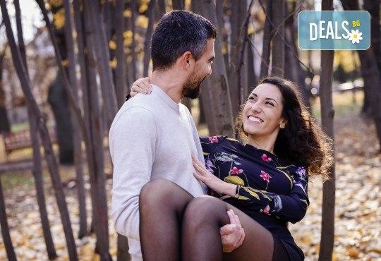 За Свети Валентин! Портретна фотосесия за двама на открито или в студио с 25 обработени кадъра от Фото Студио Амели - Снимка 1