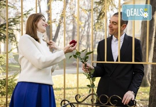 За Свети Валентин! Портретна фотосесия за двама на открито или в студио с 25 обработени кадъра от Фото Студио Амели - Снимка 3