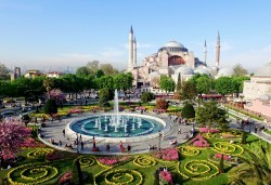 Супер цена за Фестивал на лалето през пролетта в Истанбул! 2 нощувки със закуски в Courtyard By Marriott Istanbul International Airport 4*, транспорт, ползване на басейн и сауна - Снимка