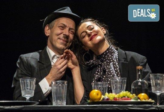 Гледайте черната комедия Емигрантски рай на 11.02. от 19ч. в Театър ''София'', билет за един! - Снимка 9