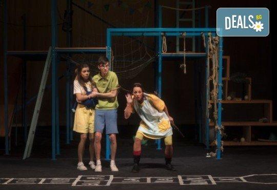 На театър с децата! Гледайте Пипи на 22.02. от 11ч. в Театър София, билет за двама - Снимка 5