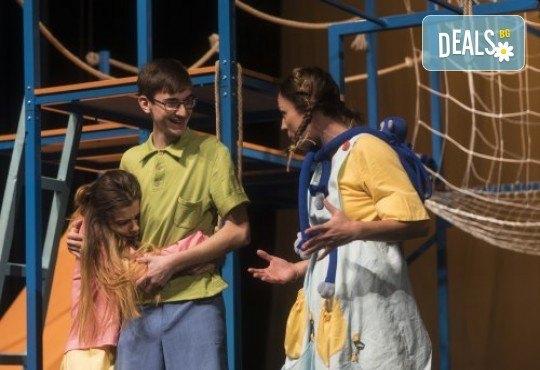 На театър с децата! Гледайте Пипи на 22.02. от 11ч. в Театър София, билет за двама - Снимка 6