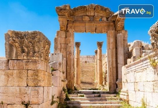Екскурзия до Йордания през март! 4 нощувки със закуски и вечери в хотел 3*/4*, самолетен билет и трансфери, посещение на Петра и джип сафари в пустинята Вади Рум - Снимка 3