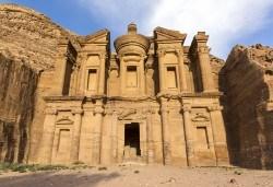Екскурзия до Йордания през март! 4 нощувки със закуски и вечери в хотел 3*/4*, самолетен билет и трансфери, посещение на Петра и джип сафари в пустинята Вади Рум - Снимка