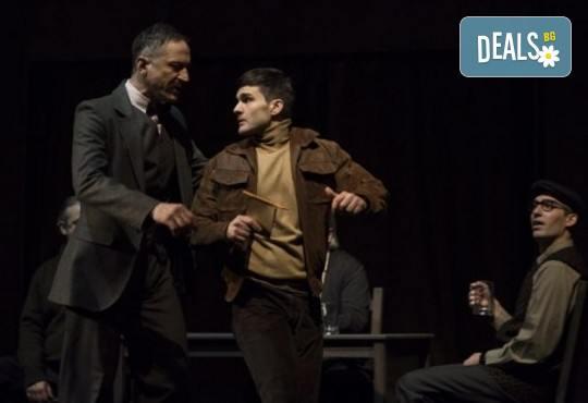 Деян Донков и Лилия Маравиля в Палачи от Мартин МакДона, на 08.02. от 19 ч. в Театър София, билет за един - Снимка 5