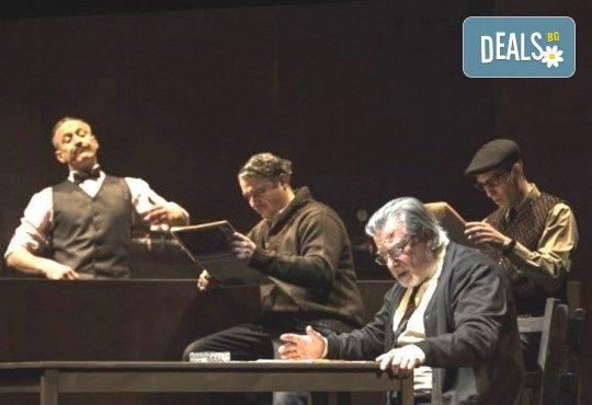 Деян Донков и Лилия Маравиля в Палачи от Мартин МакДона, на 08.02. от 19 ч. в Театър София, билет за един - Снимка 8