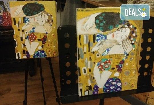 3 часа рисуване на тема Романтика, с напътствията на професионален художник + чаша вино и минерална вода в Арт ателие Багри и вино - Снимка 3