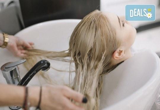 Актуална прическа! Масажно измиване с терапия по избор, нанасяне на флуид, подстригване и прав сешоар или букли в салон Никол - Снимка 5