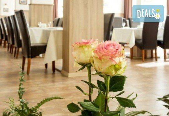 Романтична вечеря за Свети Валентин, нощувка за двама и възможност за ползване на релакс център в хотел-ресторант Грами - Снимка 17