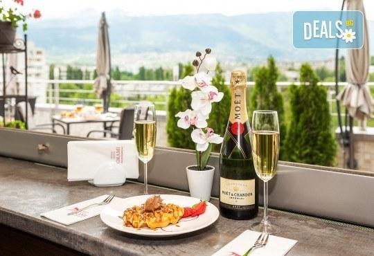 Романтична вечеря за Свети Валентин, нощувка за двама и възможност за ползване на релакс център в хотел-ресторант Грами - Снимка 9