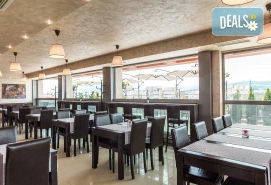 Романтична вечеря за Свети Валентин, нощувка за двама и възможност за ползване на релакс център в хотел-ресторант Грами - Снимка 5