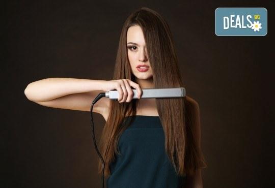 Сбогом цъфтящи краища! Подстригване с гореща ножица, подхранваща терапия в 3 стъпки с инфраред преса и прическа със сешоар в Женско Царство в Центъра или Студентски град - Снимка 3