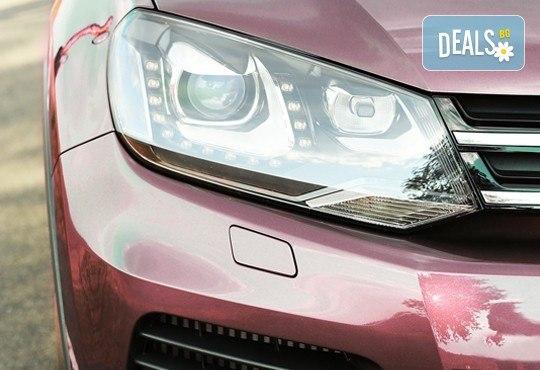 Тристепенно полиране на пластмасови фарове на автомобил, джип или микробус в автосервиз Крит - Снимка 1