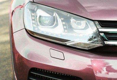 Тристепенно полиране на пластмасови фарове на автомобил, джип или микробус в автосервиз Крит - Снимка