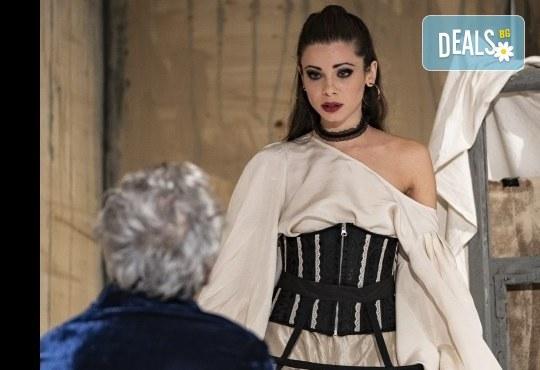 Гледайте Лилия Маравиля и Ириней Константинов в Развратникът на 12.02. от 19 ч., Театър София, билет за един - Снимка 7