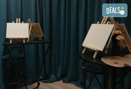 """""""Зимна нощ""""! 3 часа рисуване с вино на 6-ти февруари (четвъртък) от 19 часа - рисуване на картина + чаша вино под инструкциите на професионален художник в Пух арт студио - Снимка 7"""
