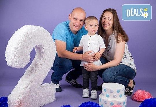 Професионална детска или семейна фотосесия по избор, в студио или външна и обработка на всички заснети кадри от Chapkanov Photography - Снимка 30