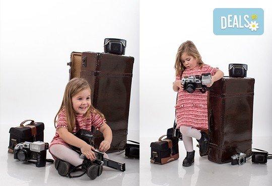 Професионална детска или семейна фотосесия по избор, в студио или външна и обработка на всички заснети кадри от Chapkanov Photography - Снимка 9