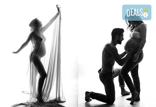 60-минутна фотосесия за бременни в студио с включени аксесоари, дрехи и ефекти + обработка на всички заснети кадри, от Chapkanov photography - Снимка 3
