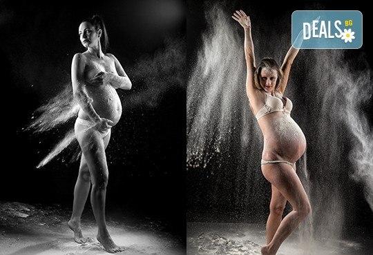 60-минутна фотосесия за бременни в студио с включени аксесоари, дрехи и ефекти + обработка на всички заснети кадри, от Chapkanov photography - Снимка 10