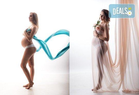 60-минутна фотосесия за бременни в студио с включени аксесоари, дрехи и ефекти + обработка на всички заснети кадри, от Chapkanov photography - Снимка 12