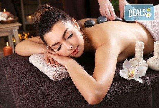 100-минутен СПА пакет Афродизиак с пилинг масаж на цяло тяло с шоколадови соли, кралски масаж с топло масло от сандалово дърво и амбър и вулканични камъни на гръб в Wellness Center Ganesha Club - Снимка 1