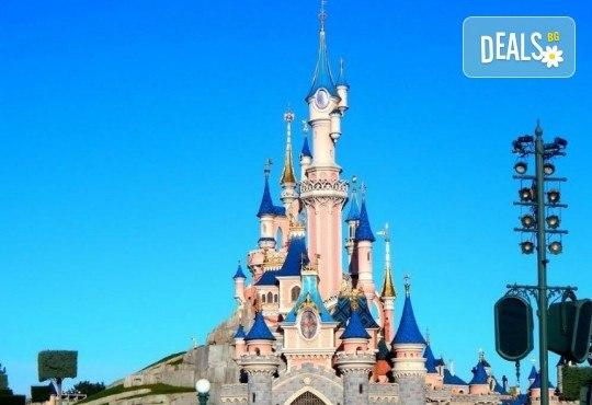 Екскурзия за Деня на детето в Дисниленд! 3 нощувки със закуски, самолетен билет, трансфери, водач и бонус: обиколка на Париж - Снимка 2
