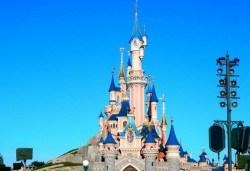 Екскурзия за Деня на детето в Дисниленд! 3 нощувки със закуски, самолетен билет, трансфери, водач и бонус: обиколка на Париж - Снимка