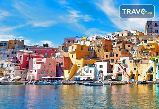 Екскурзия до Южна Италия през май! 5 нощувки със закуски в Бари и Неапол, самолетен билет и трансфери, водач от Дари Травел - Снимка 3