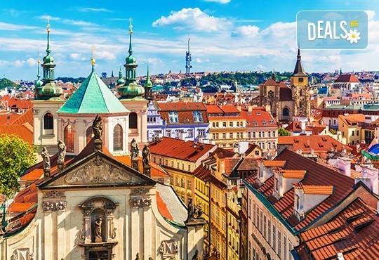 Първа пролет в Прага! 2 нощувки със закуски в хотел 3+, самолетен билет с включен багаж + пешеходна обиколка с екскурзовод на български - Снимка 1
