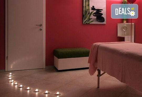 90 минути Любовен елексир! Синхронен масаж за двама с вана, масло от ягоди и шампанско, цветна романтика и комплимент бяло вино Шардоне от Senses Massage & Recreation - Снимка 9