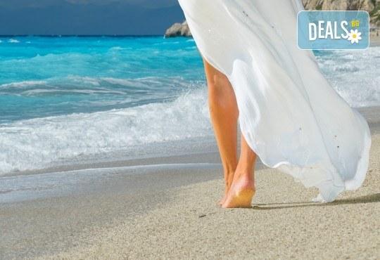 Ранни записвания за лятна почивка на остров Лефкада! 5 нощувки със закуски в хотел 3* в Нидри, транспорт и водач - Снимка 1