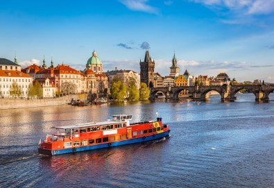 Великден в Златна Прага! 4 нощувки със закуски в Hotel Royal Prague 4*, самолетен билет и трансфери, пешеходни обиколки с екскурзовод на български - Снимка