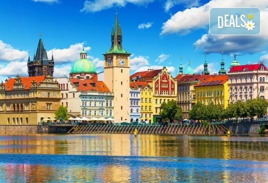 Великден в Златна Прага! 4 нощувки със закуски в Hotel Royal Prague 4*, самолетен билет и трансфери, пешеходни обиколки с екскурзовод на български - Снимка 2