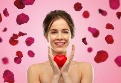 Отнесени от вихъра с ароматно розово масло! Релаксиращ масаж на цяло тяло, длани, ходила и лице в студио за красота Giro - Снимка