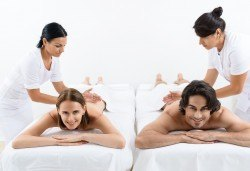 Терапия за Нея и Него! 80-минутна масажна терапия за двама със злато, бадем и билки и комплимент бяло или червено вино от Senses Massage & Recreation - Снимка
